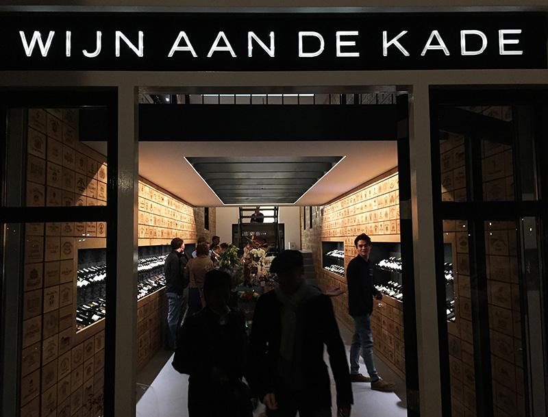 NOV'82 Architecten - Wijn aan de Kade - voorgevel met reclamebord