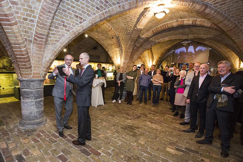 De lancering van de app vond plaats tussen de gewelven van de Ridderzaal. fotograaf: Bart van Vliet